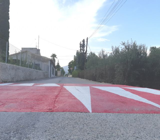 They build several jumps or speed bumps on the Camino de la Torreta in order to ensure the safety of pedestrians and residents of the area