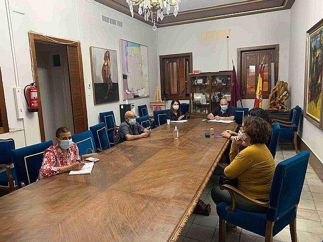 El alcalde y la concejala de Participación Ciudadana comienzan la ronda de contactos con asociaciones vecinales - 1, Foto 1