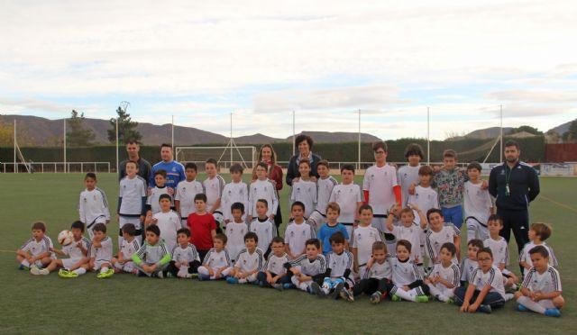 La Fundación Real Madrid inicia la nueva temporada de la Escuela Socio-Deportiva de Fútbol en Puerto Lumbreras - 1, Foto 1