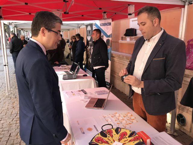 Un centenar de emprendedores murcianos sacan a la calle sus ideas de negocio en la II Feria de Proyectos Empresariales - 1, Foto 1