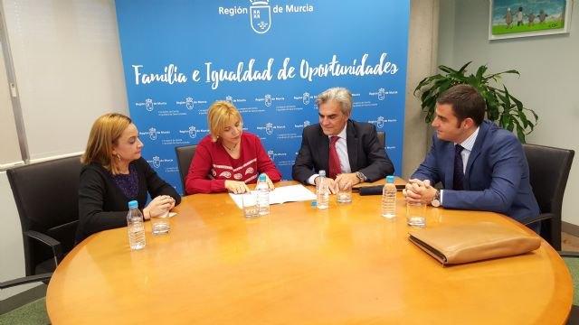 La Comunidad financia con 4,6 millones de euros la atención a 218 personas mayores en las residencias Caser de Murcia y Lorca, Foto 1