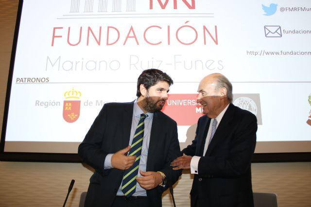 López Miras asiste a la conferencia ´Europa, ¿un proyecto en crisis? ´ a cargo de Miquel Roca Junyent, Foto 1