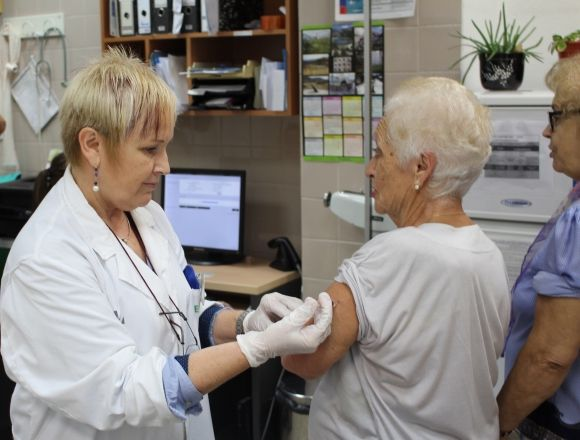 The vaccination campaign against influenza begins today in the Region of Murcia and is dispensed in the corresponding health centers, by appointment - 1