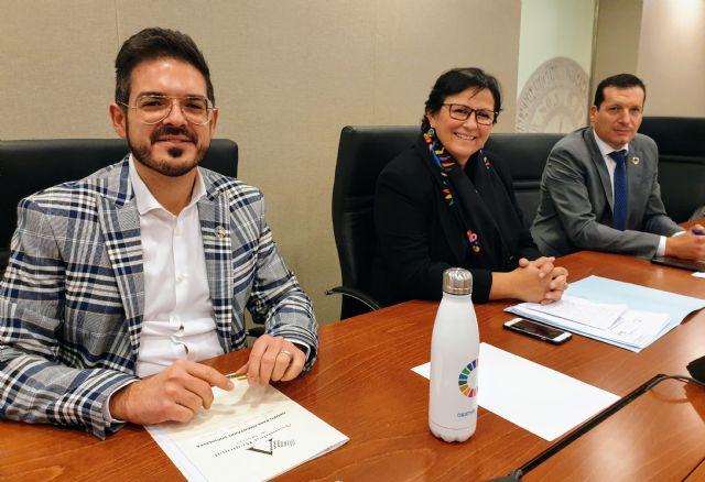 El PSOE logra que la Asamblea apruebe el programa 'Centros educativos libres de plástico' y un plan de transporte escolar en secundaria postobligatoria, Foto 1