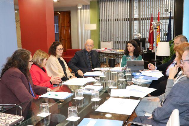 El Gobierno regional recoge los aportes de seis colectivos implicados en el ámbito judicial para el Pacto Regional por la Justicia, Foto 1