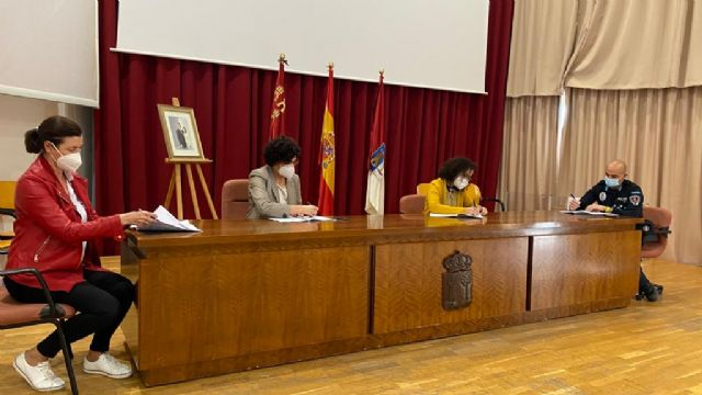 El Ayuntamiento firma un nuevo acuerdo marco con los representantes sindicales de los trabajadores municipales - 1, Foto 1