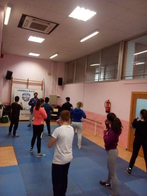 En marcha el curso de defensa personal de la Concejalía de Juventud - 4, Foto 4