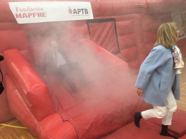Cientos de niños pasan por un simulacro de fuego en un inmueble, en el Parque de la Prevención - 1, Foto 1