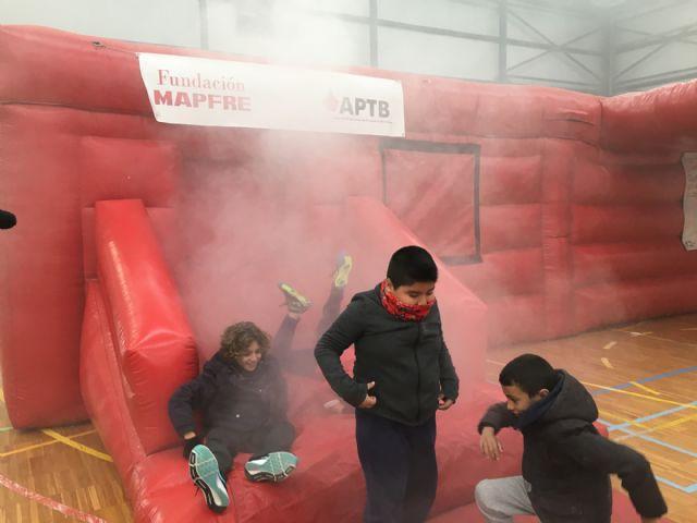 Cientos de niños pasan por un simulacro de fuego en un inmueble, en el Parque de la Prevención - 2, Foto 2