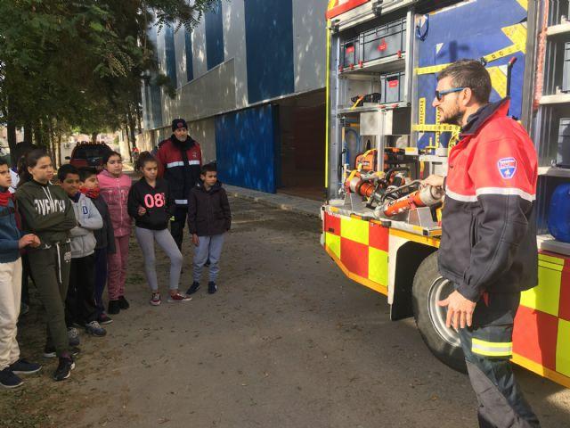 Cientos de niños pasan por un simulacro de fuego en un inmueble, en el Parque de la Prevención - 3, Foto 3