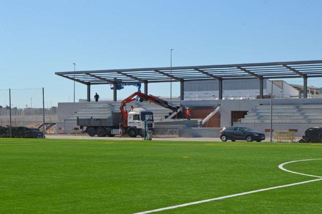 El campo de fútbol municipal Onofre Fernández Verdú ya luce renovado su césped artificial - 3, Foto 3