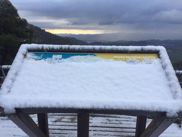 Se corta al tráfico el acceso al Collado Bermejo desde Las Alquerías, en Sierra Espuña, debido a las placas de hielo en la carretera, Foto 1