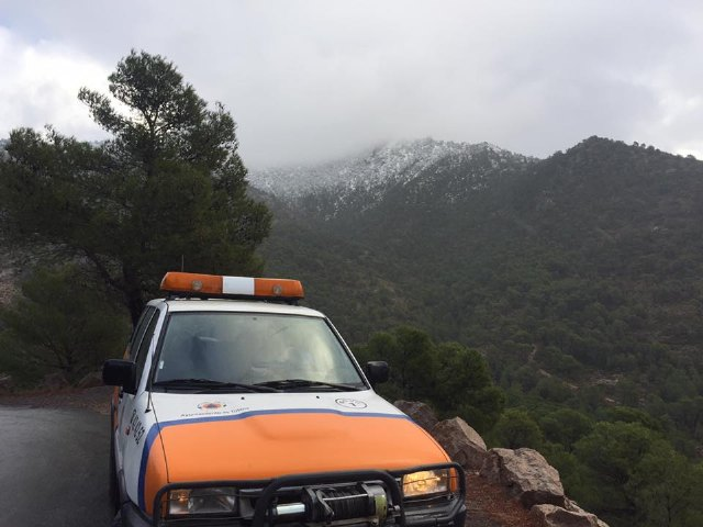 Se corta al tráfico el acceso al Collado Bermejo desde Las Alquerías, en Sierra Espuña, debido a las placas de hielo en la carretera, Foto 4