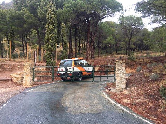 Se corta al tráfico el acceso al Collado Bermejo desde Las Alquerías, en Sierra Espuña, debido a las placas de hielo en la carretera, Foto 5