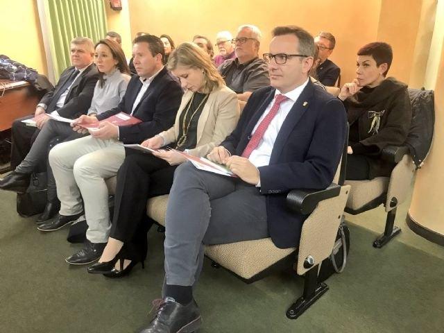 Los ayuntamientos estrechar�n la cooperaci�n con la CARM para la creaci�n de empleo a trav�s de la econom�a social, Foto 1