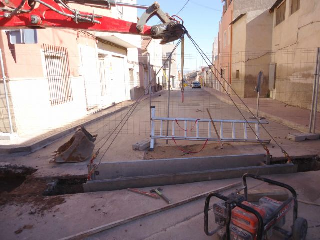 The renovation works of the network and sewage connections in the Callejón of the Guadalentín Valley and Extremadura streets are started, Foto 4