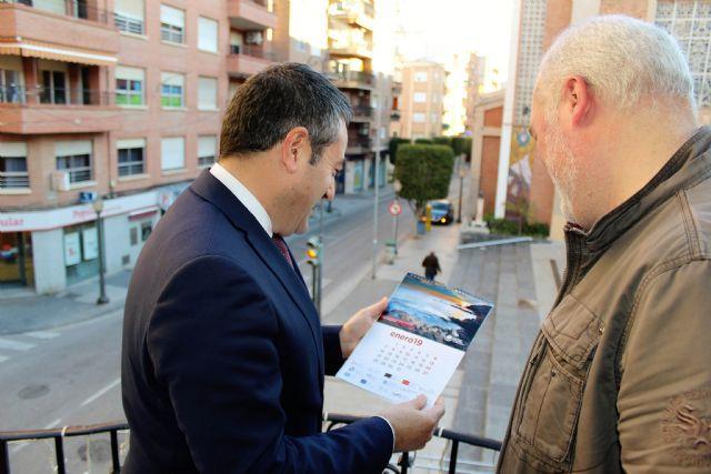 La Sociedad Geográfica de la Región de Murcia entrega al alcalde el calendario para 2019 elaborado con bellos paisajes de la geografía regional - 4, Foto 4