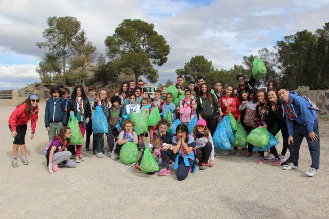 El grupo scout San Jorge realiza una limpieza de basura en la zona del Santuario de la Atalaya - 1, Foto 1