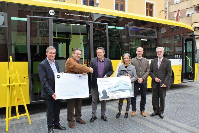 El Ayuntamiento de Alcantarilla suscribe un convenio con la empresa de autobuses LAT, en el que aumenta la oferta de transporte público bonificado para los estudiantes de nuestro municipio - 1, Foto 1
