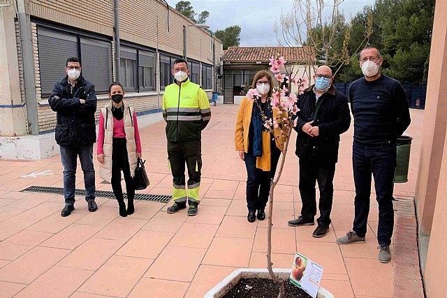 La Floración conquista los centros de enseñanza - 1, Foto 1