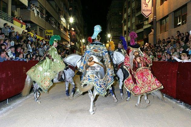 El lunes 27 de marzo se ponen a la venta en las sedes de los Pasos Blanco y Azul las sillas para las procesiones de Viernes de Dolores y Domingo de Ramos - 1, Foto 1