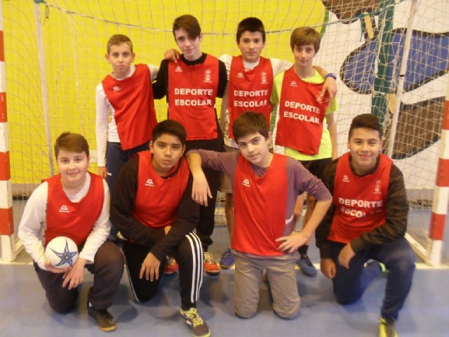 Intercompany phase of soccer room, basketball and handball of Eeporte Escolar ends