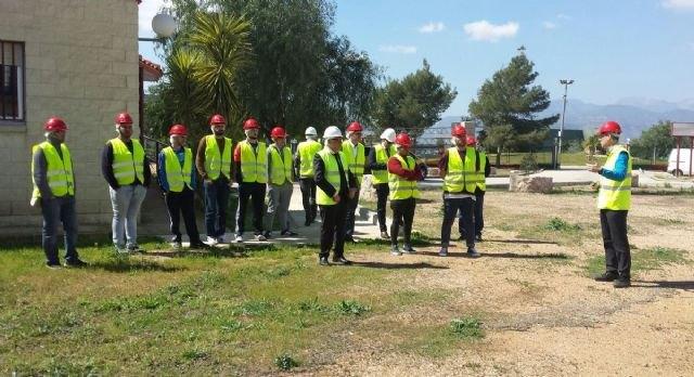60 jóvenes de Alhama que no estudian ni trabajan se formarán en albañilería con cuatro cursos de la Comunidad, Foto 1