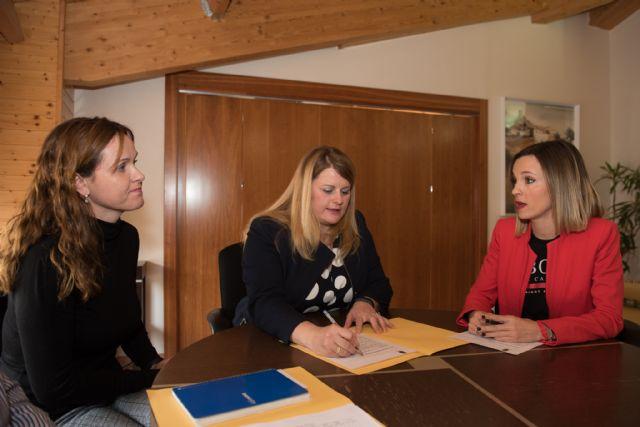 Alicia Jiménez transmite a la Comunidad la necesidad de ampliar plazas en los Centros de Atención Social del municipio, Foto 1
