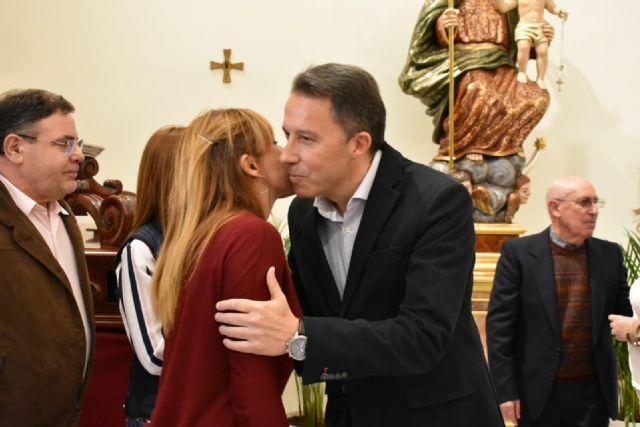 El Alcalde entrega a la iglesia de San José una nueva talla de Nuestra Señora de la Aurora, así como las esculturas restauradas del patrón del barrio y de Cristo Crucificado - 3, Foto 3
