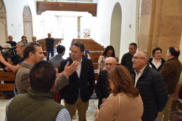 El Alcalde entrega a la iglesia de San José una nueva talla de Nuestra Señora de la Aurora, así como las esculturas restauradas del patrón del barrio y de Cristo Crucificado - 5, Foto 5