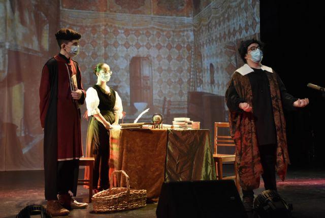 El Grupo de Teatro Alegría del I.E.S. Emilio Pérez Piñero de Calasparra, representa la obra GALILEO GALILEI de Bertolt Brecht - 1, Foto 1
