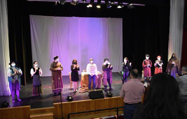 El Grupo de Teatro Alegría del I.E.S. Emilio Pérez Piñero de Calasparra, representa la obra GALILEO GALILEI de Bertolt Brecht - 3, Foto 3