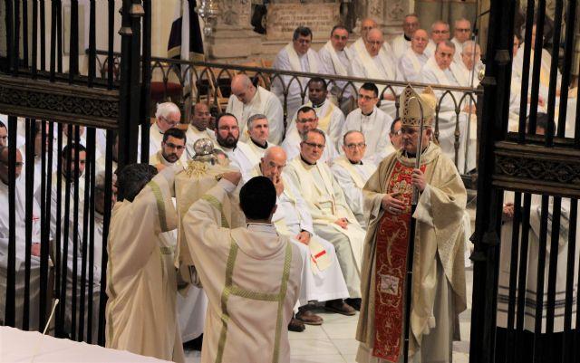 Mons. Lorca consagrará mañana el Santo Crisma con el que será ungido Mons. Chico en su ordenación episcopal, Foto 1