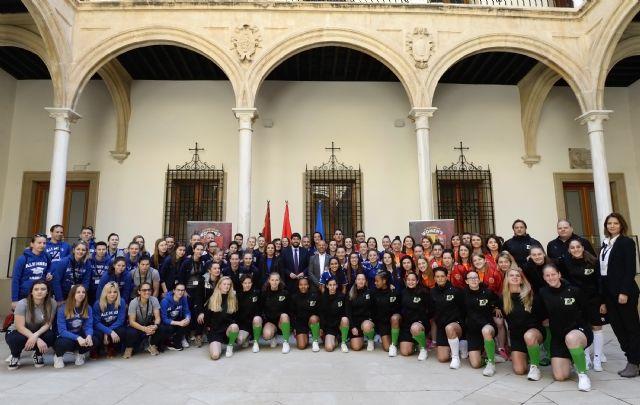 Fernando López Miras recibe a los equipos participantes de la tercera edición del Europeo Femenino de Fútbol Sala Mar Menor 2019, Foto 1