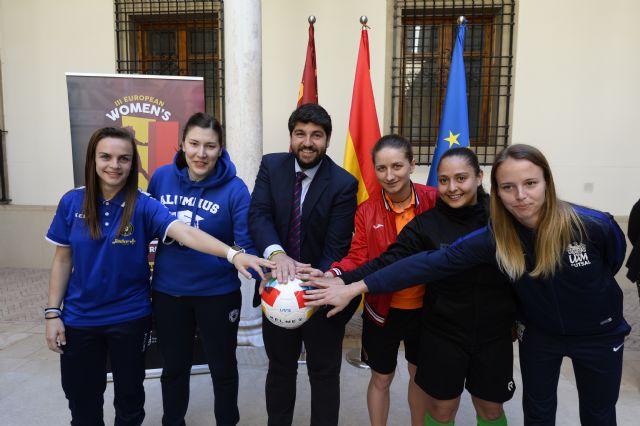 Fernando López Miras recibe a los equipos participantes de la tercera edición del Europeo Femenino de Fútbol Sala Mar Menor 2019, Foto 2