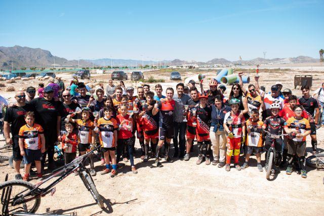 Medio centenar de ciclistas compite en el campeonato de trial de Mazarrón - 1, Foto 1