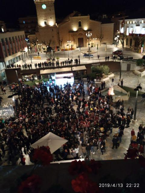 Cientos de velas se unieron para formar las siglas de AELIP, en la VI Velada por las Lipodistrofias celebrada en Totana, Foto 9