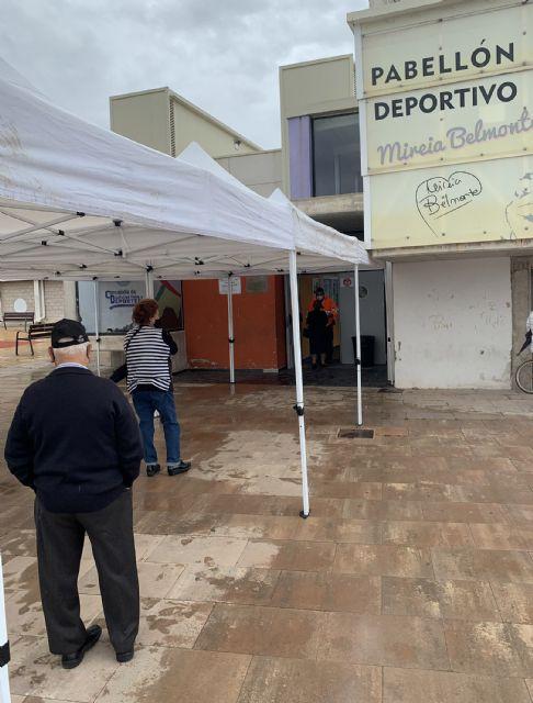 La responsabilidad y la seguridad, notas predominantes en el inicio de las vacunaciones en el pabellón Mireia Belmonte - 2, Foto 2
