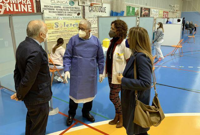 La responsabilidad y la seguridad, notas predominantes en el inicio de las vacunaciones en el pabellón Mireia Belmonte - 3, Foto 3