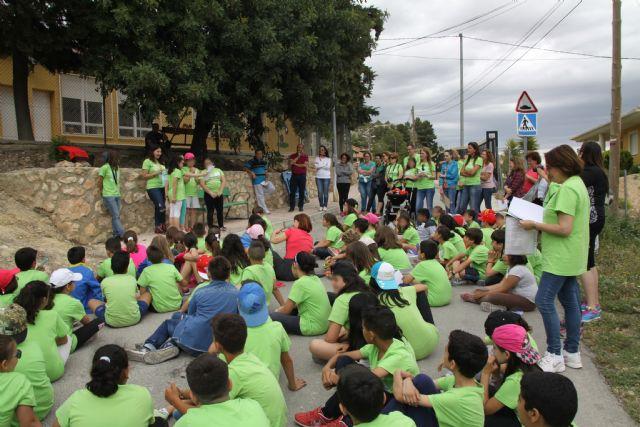 Los niños de Conectando Pedanías simbolizan en El Berro la unión entre sus centros, Foto 4