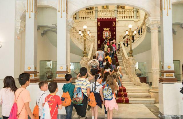 Sesenta alumnos del colegio de Pozo Estrecho visitan el Palacio Consistorial - 1, Foto 1