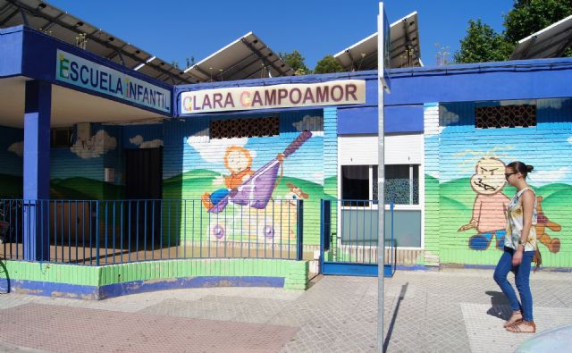 "Admitted all the applications presented in the process of admission of students in the Municipal School ""Clara Campoamor"" for the 2019/20 academic year"
