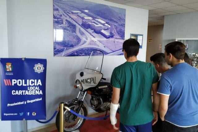 La Policía Local muestra su trabajo a 6 alumnos de 4° de la ESO del IES San Isidoro - 1, Foto 1