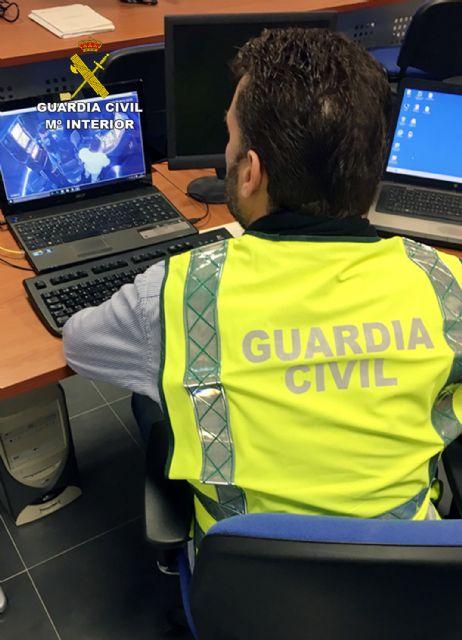 La Guardia Civil detiene/investiga a dos personas dedicadas a cometer robos y hurtos por el método del abrazo cariñoso, Foto 3