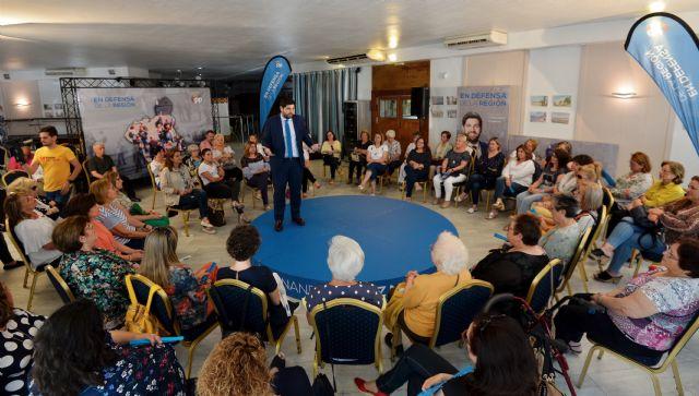 López Miras: Aprobaremos un Plan de Igualdad de Oportunidades que facilitará la conciliación y reducirá la brecha salarial  - 2, Foto 2