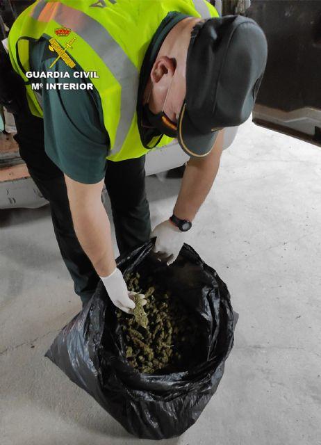 La Guardia Civil sorprende a dos personas en Beniel con más de cuatro kilos de cogollos de marihuana - 2, Foto 2