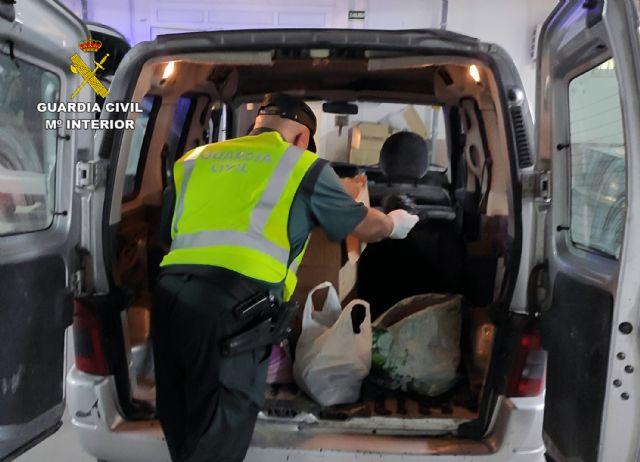 La Guardia Civil sorprende a dos personas en Beniel con más de cuatro kilos de cogollos de marihuana - 3, Foto 3