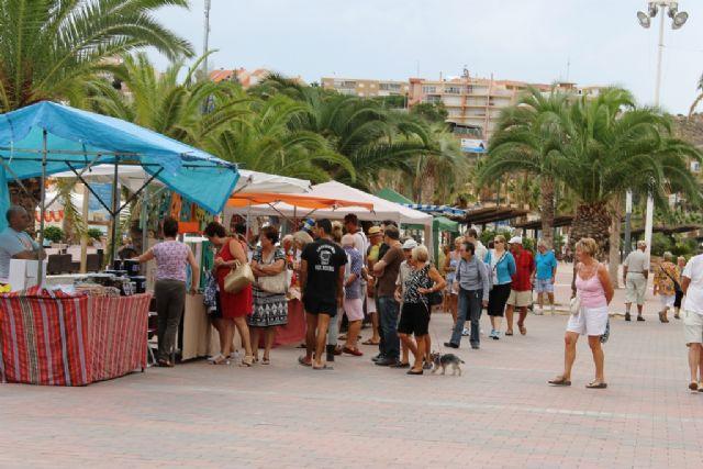 El mercado artesano de puerto de Mazarrón inicia este sábado la temporada de verano, Foto 1
