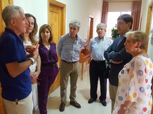 El consejero de Salud visita la sede del Teléfono de la Esperanza en Murcia - 1, Foto 1