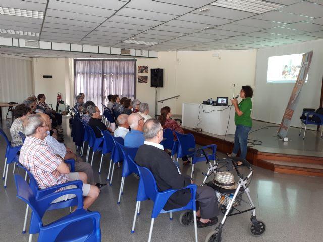 Usuarios del servicio de teleasistencia trabajan las relaciones intergeneracionales, Foto 2